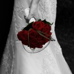 BRIDE Holding Red Roses_3639_20090118